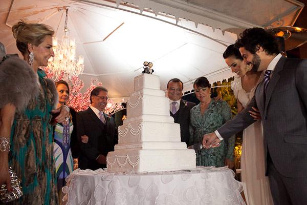 corte de bolo de casamento
