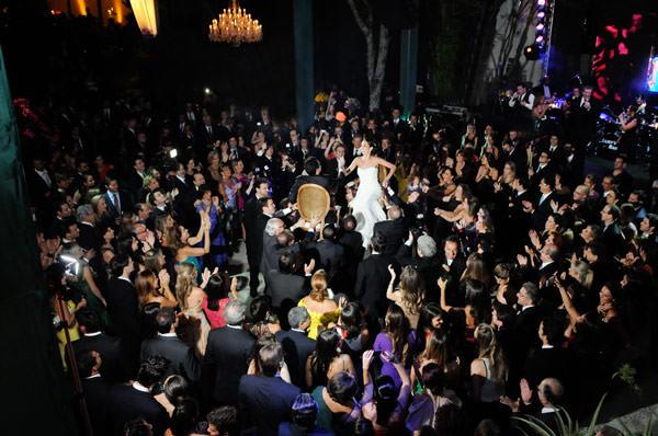 danca-cadeiras-casamento-judaico