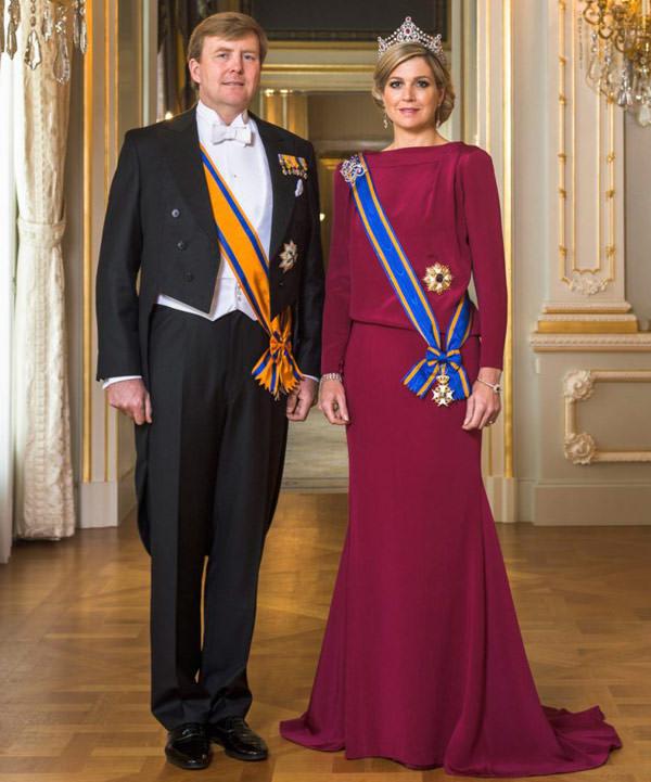 foto-oficial-rainha-maxima-vestido-violeta