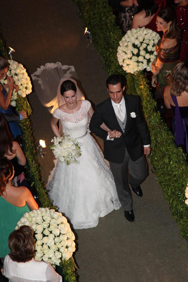 saida-da-noiva-casamento-igreja-sao-jose-vestido-wanda-borges