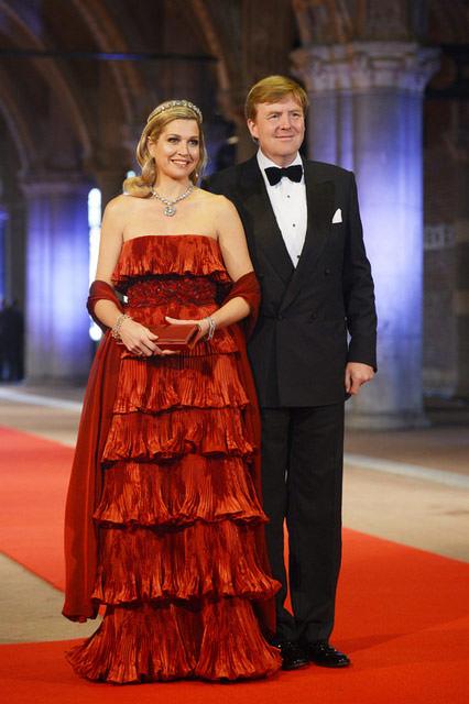 vestido-vermelho-valentino-princesa-maxima-coroacao-jantar-gala-pre-01