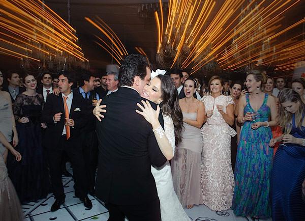casamento-patricia-iris-segundo-vestido-noiva-wanda-borges-03