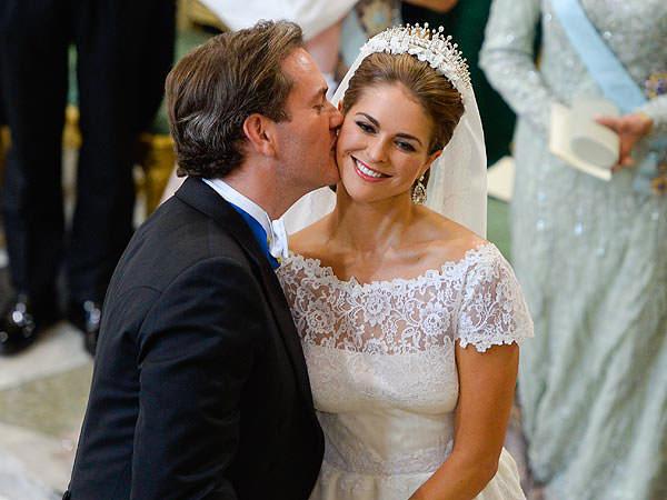 casamento-princess-madeline-suecia-beijo-cerimonia