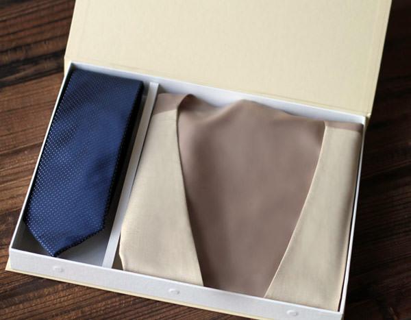 presente-padrinhos-colete-gravata-casamento-constance-zahn
