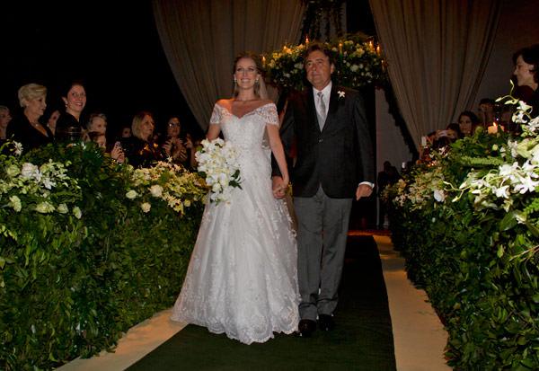 casamento-bruna-paraiso-vestido-de-noiva-wanda-borges-foto-flavia-vitoria-03