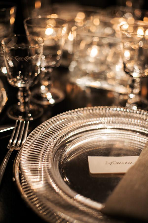 decoracao-casamento-moderno-minimalista-pratos-copos-d-filipa