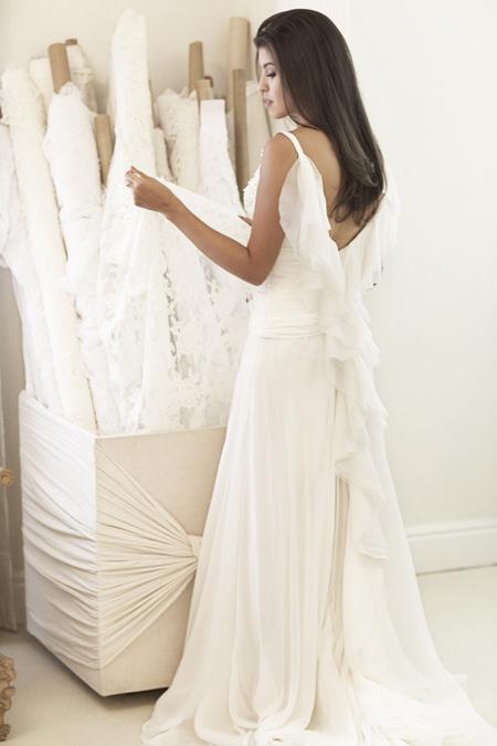 vestido-de-noiva-decote-nas-costas-babados-whitehall