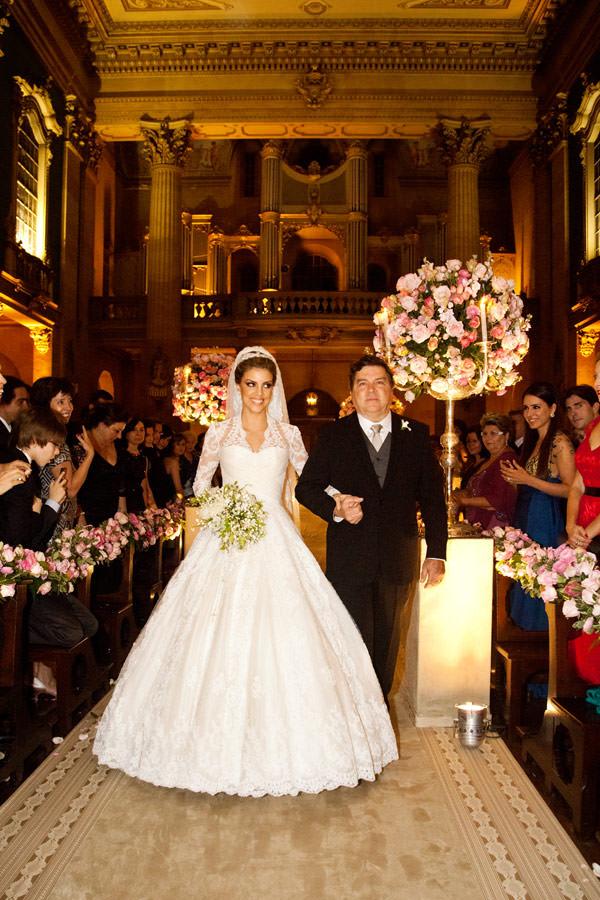 entrada-casamento-igreja-pai-vestido-de-noiva-sandro-barros