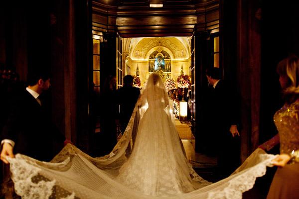 entrada-noiva-igreja-vestido-sandro-barros