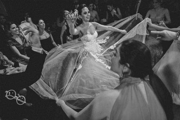 casamento-vivi-farah-decoracao-efemera-vestido-de-noiva-lucas-anderi-23