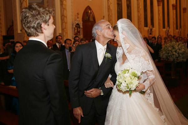 casamento-classico-rio-grande-do-sul-scards-vestido-de-noiva-lucas-anderi-4