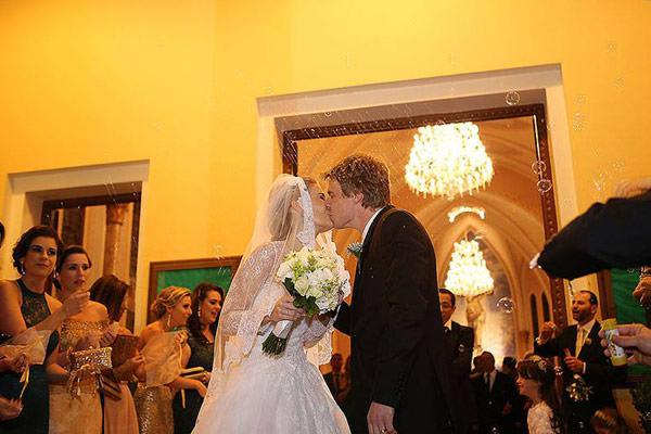 casamento-classico-rio-grande-do-sul-scards-vestido-de-noiva-lucas-anderi-9