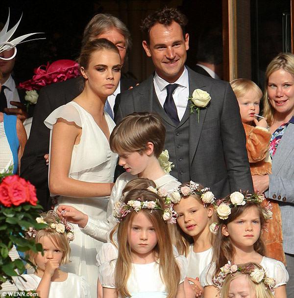 casamento-poppy-delevingne-daminhas-cara