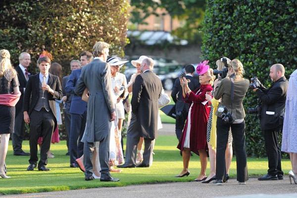 casamento-poppy-delevingne-recepcao-festa-kensington-gardens