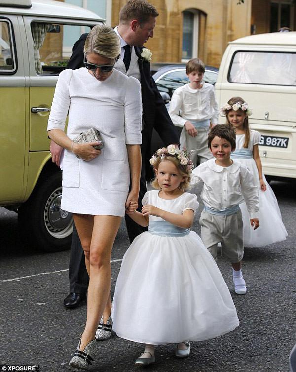 daminhas-pajens-casamento-poppy-delevingne