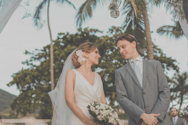 casamento-praia-ilhabela-vestido-de-noiva-emannuelle-junqueira-10