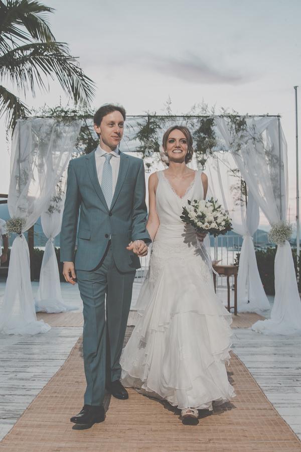 casamento-praia-ilhabela-vestido-de-noiva-emannuelle-junqueira-14