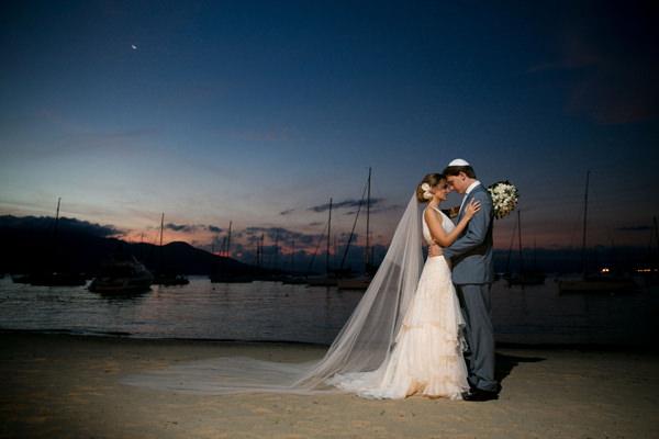 casamento-praia-ilhabela-vestido-de-noiva-emannuelle-junqueira-15