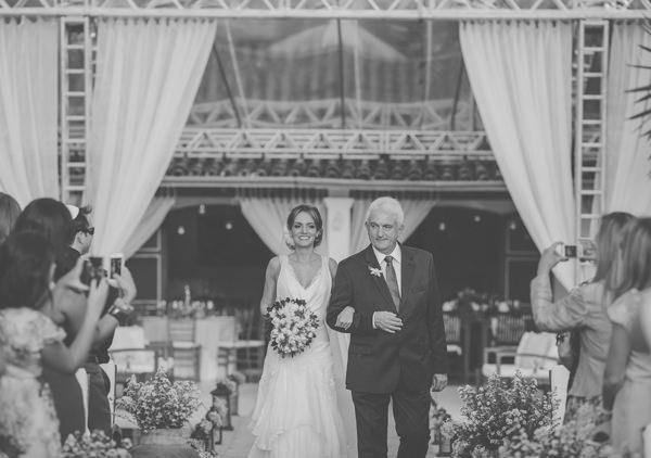 casamento-praia-ilhabela-vestido-de-noiva-emannuelle-junqueira-3