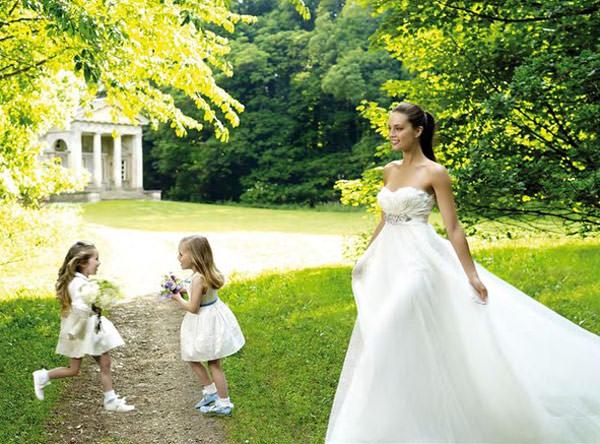 daminhas-casamento-vestido-curto-meias-pronovias-01
