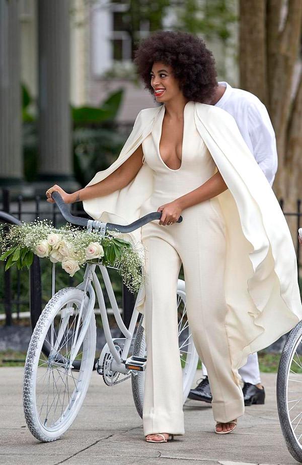 casamento-solange-knowles-e-Alan-Ferguson-macacao-bicicleta-03