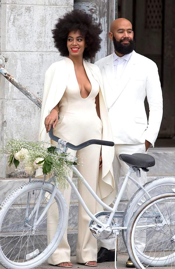 casamento-solange-knowles-e-Alan-Ferguson-macacao-bicicleta-04