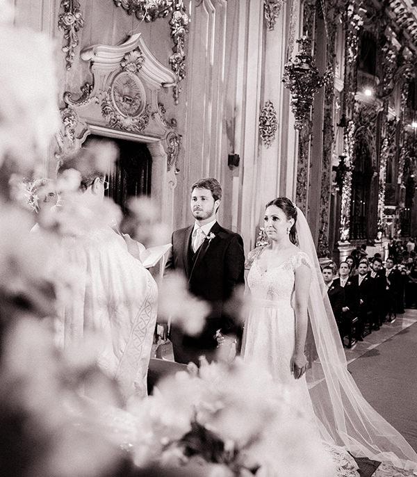 casamento-livia-abrao-rio-de-janeiro-vestido-noiva-mariana-kuenerz-03