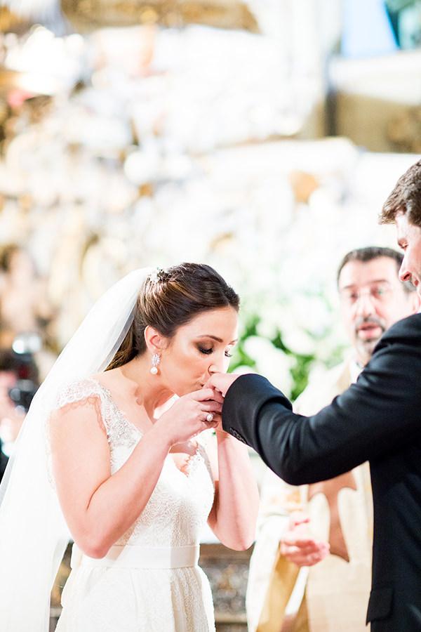 casamento-livia-abrao-rio-de-janeiro-vestido-noiva-mariana-kuenerz-06