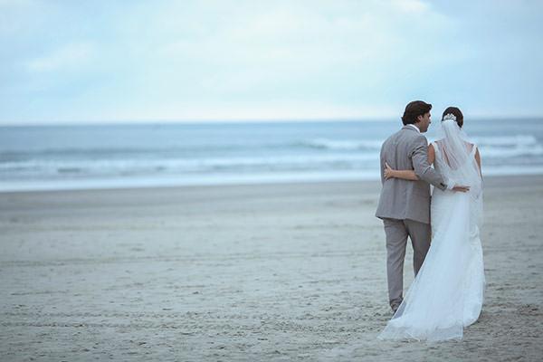 casamento-praia-juquehy-vestido-noiva-pronovias-decoracao-flor-forma-fotos-Mel-e-Cleber-13