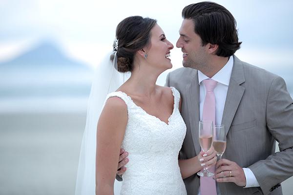 casamento-praia-juquehy-vestido-noiva-pronovias-decoracao-flor-forma-fotos-Mel-e-Cleber-14
