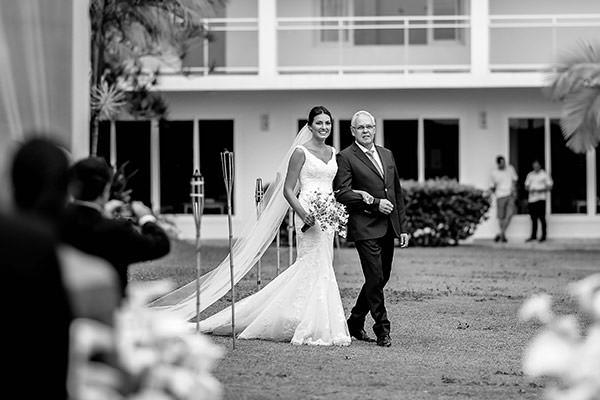casamento-praia-juquehy-vestido-noiva-pronovias-decoracao-flor-forma-fotos-Mel-e-Cleber-2