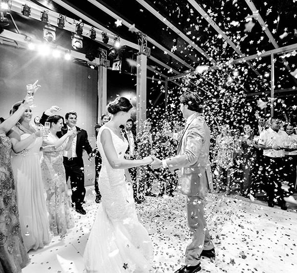 casamento-praia-juquehy-vestido-noiva-pronovias-decoracao-flor-forma-fotos-Mel-e-Cleber-26