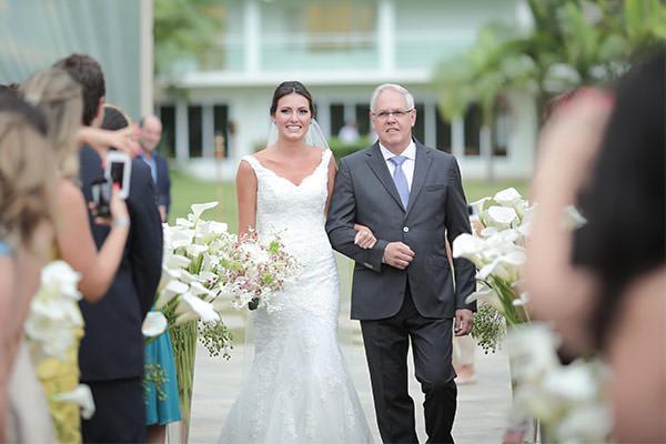 casamento-praia-juquehy-vestido-noiva-pronovias-decoracao-flor-forma-fotos-Mel-e-Cleber-3