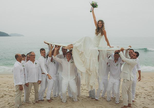 casamento-praia-noiva-yolan-chris-convidados-branco