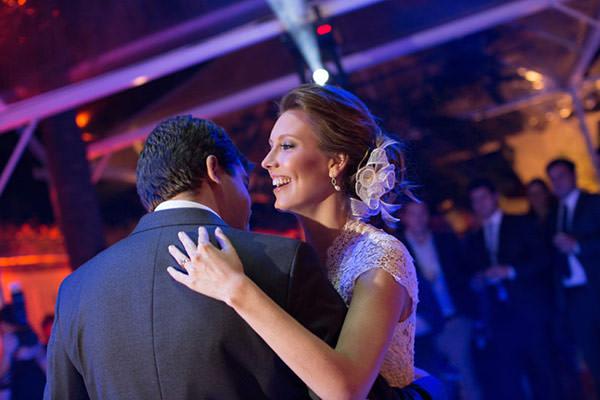 casamento-primeira-danca-noivos-rio-de-janeiro-foto-isabel-machado