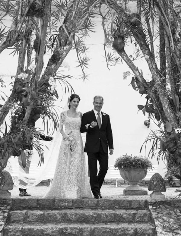 casamento-fazenda-vila-rica-vestido-de-noiva-elie-saab-3