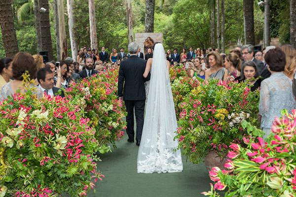casamento-fazenda-vila-rica-vestido-de-noiva-elie-saab-4