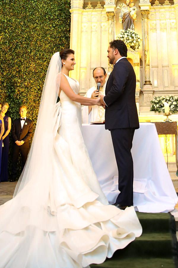 Casamento-hora-do-buque-fotos-Mel-Cleber-casa-petra-decoracao-1-18-project-vestido-de-noiva-andre-betio-11