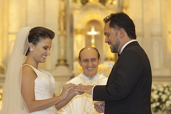 Casamento-hora-do-buque-fotos-Mel-Cleber-casa-petra-decoracao-1-18-project-vestido-de-noiva-andre-betio-12