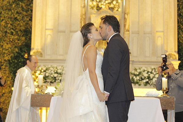 Casamento-hora-do-buque-fotos-Mel-Cleber-casa-petra-decoracao-1-18-project-vestido-de-noiva-andre-betio-13