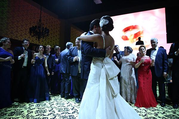 Casamento-hora-do-buque-fotos-Mel-Cleber-casa-petra-decoracao-1-18-project-vestido-de-noiva-andre-betio-29