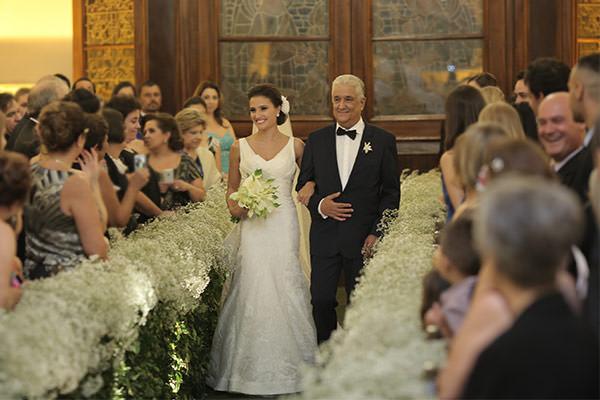 Casamento-hora-do-buque-fotos-Mel-Cleber-casa-petra-decoracao-1-18-project-vestido-de-noiva-andre-betio-4