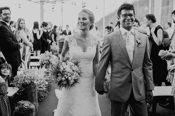 casamento-rio-de-janeiro-foto-marina-lomar-saida-dos-noivos-cerimonia