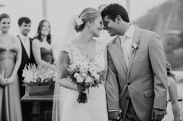 casamento-rio-de-janeiro-foto-marina-lomar-saida-dos-noivos