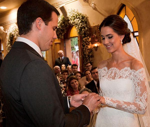 casamento-vestido-noiva-wanda-borges-foto-flavia-vitoria-troca-aliancas