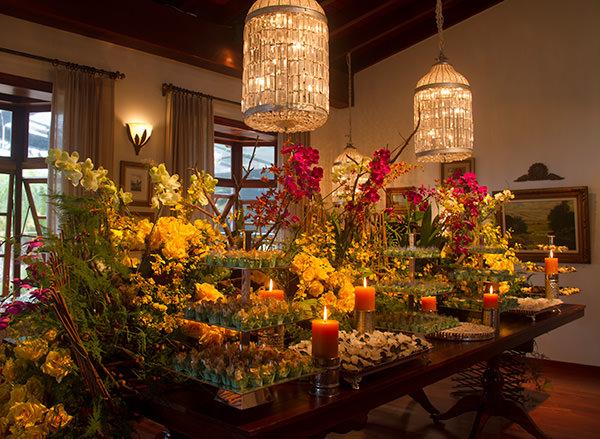 mesa-de-doces-casamento-amarelo-orquideas