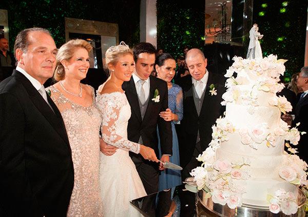 casamento-raphaela-severiano-ribeiro-pedro-paulo-corte-do-bolo