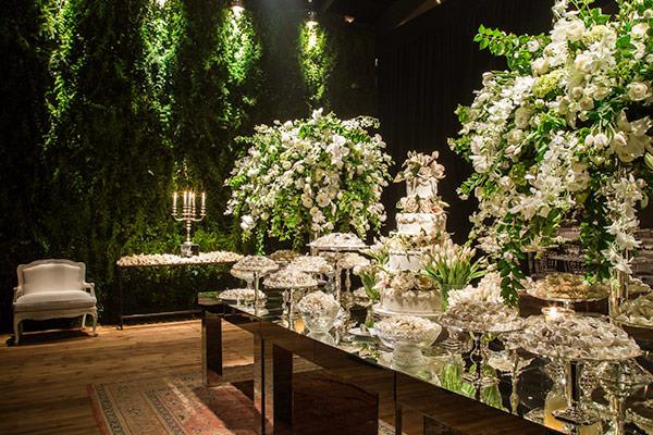21-casamento-surpresa-sp-rebecka-e-marcelo-decoracao-verde-e-branco-lais-aguiar