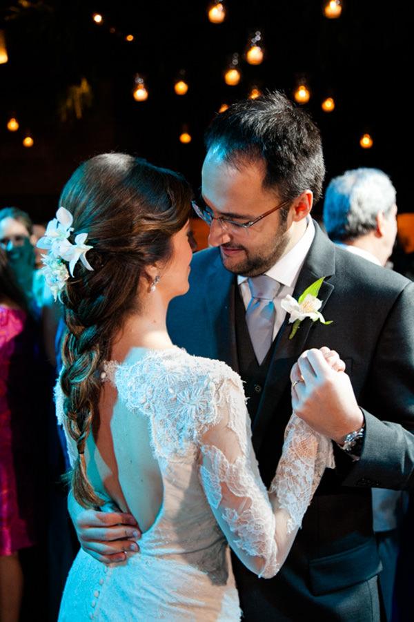 casamento-itaipava-vestido-de-noiva-renda-decote-costas-mariana-kuenerz-03