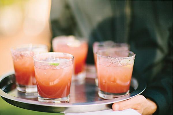 Nikki Reed e Ian Somerhalder ganharam drinks assinados - o dela foi de vodka com pera, St. Germaine e com um toque cítrico; o dele era uma margarita de hibiscos com toque apimentado